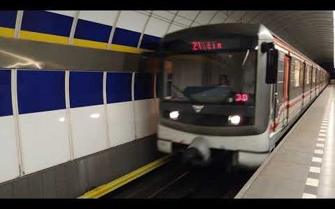 Metro Kolbenova – Příjezd metra od Černého Mostu