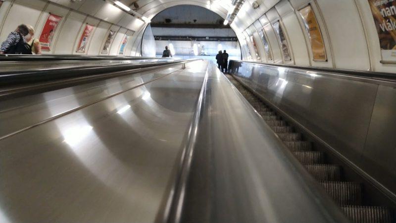 Metro Kolbenova – Eskalátory do vestibulu