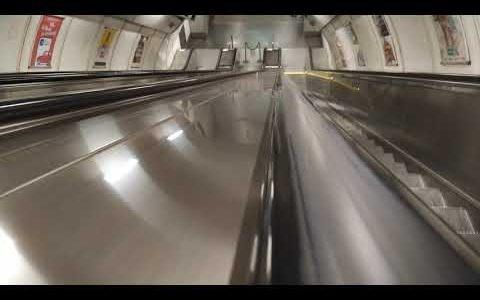 Metro Kolbenova – eskalátory do lodě metra